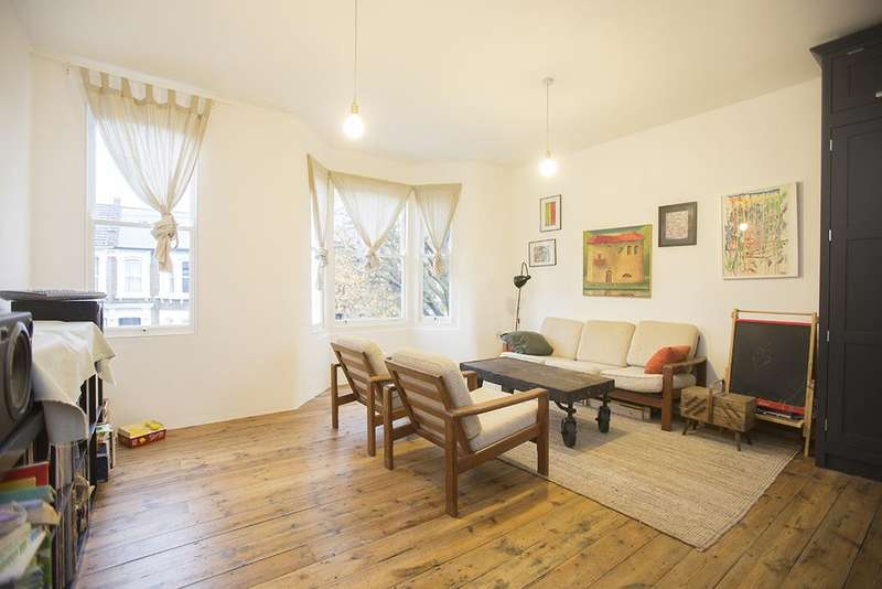 3 Bedrooms Flat for sale in Roding Road, Hackney, London E5