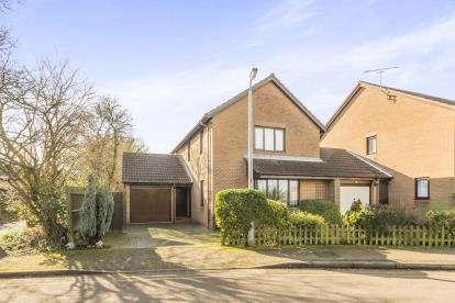 3 Bedrooms Semi Detached House for sale in Ingleside Drive, Stevenage, Hertfordshire, England