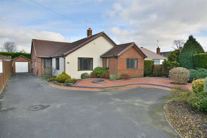 3 Bedrooms Detached Bungalow for sale in Glenmoor Road, West Parley, Ferndown