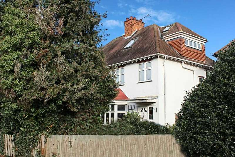 3 Bedrooms Semi Detached House for sale in Summer Road, Thames Ditton
