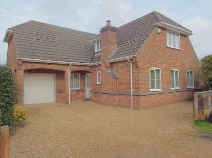 4 Bedrooms Bungalow for sale in Colden Common, Winchester, Hampshire