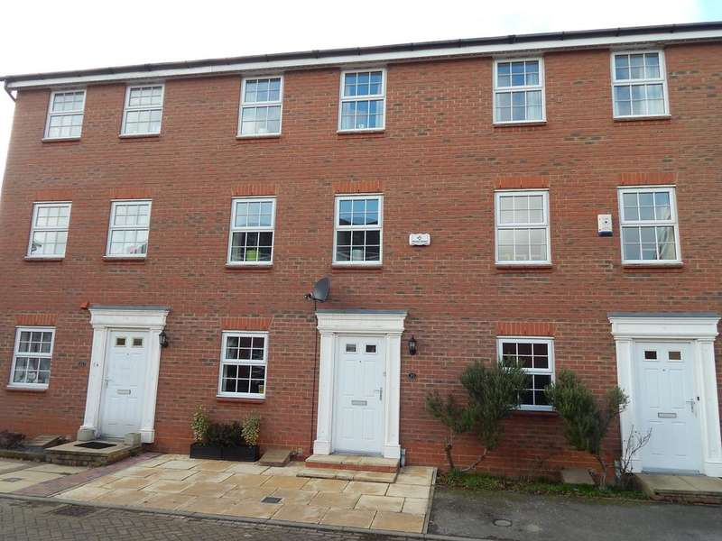 3 Bedrooms Town House for sale in Glossop Way, Church End, Arlesey, SG15 6YG