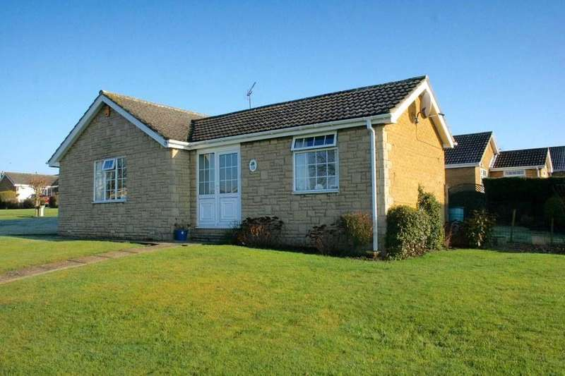 2 Bedrooms Detached Bungalow for sale in 13 Aunums Close, Pickering, YO18 7TP