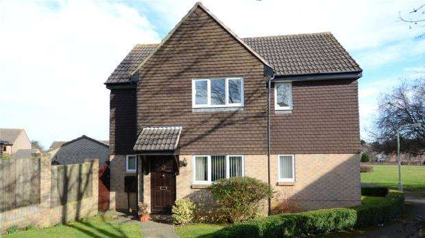 3 Bedrooms Detached House for sale in Flamingo Close, Wokingham, Berkshire