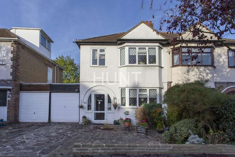 3 Bedrooms Semi Detached House for sale in Hycliffe Gardens, Chigwell, Essex IG7