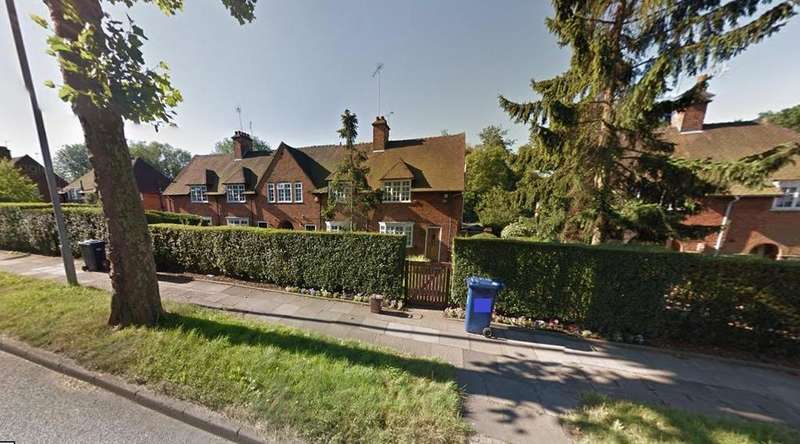 2 Bedrooms Cottage House for sale in Falloden Way, Hampstead Garden Suburb, London NW11