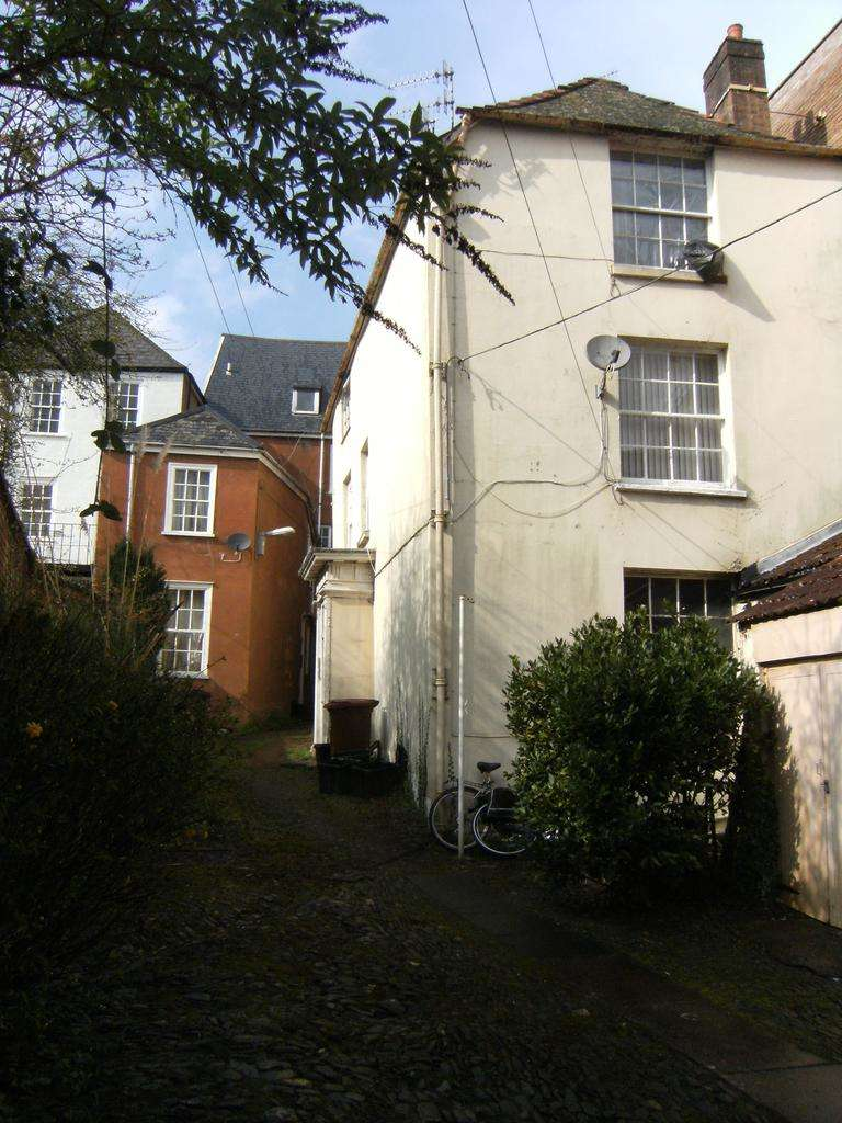 2 Bedrooms Flat for sale in Stafford House, Tiverton EX16
