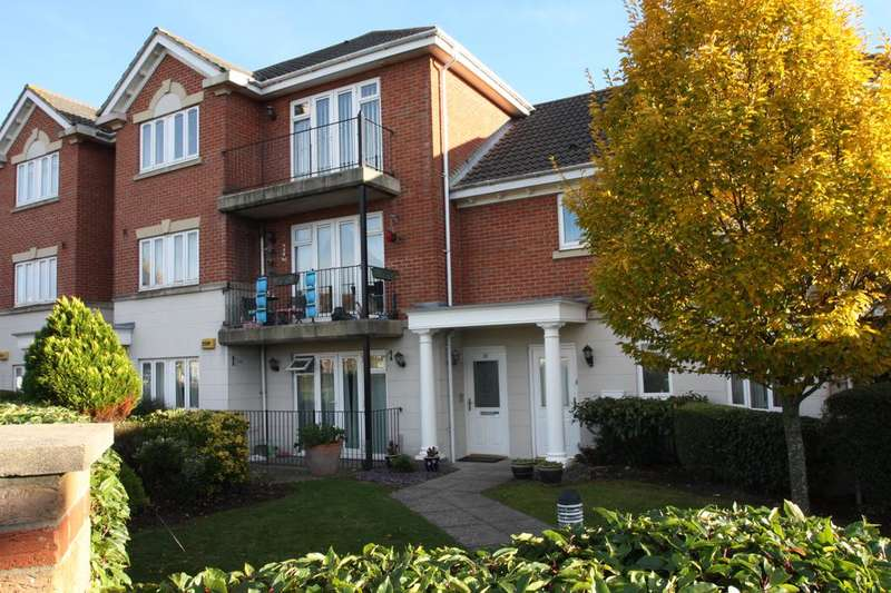 2 Bedrooms Apartment Flat for sale in Wellington Court, Bucklers Road, Priddy's Hard, Gosport PO12