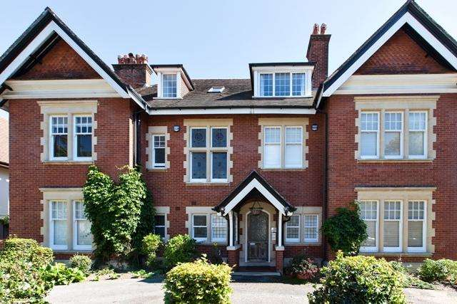 4 Bedrooms Apartment Flat for rent in St Anthonys Road, Meyrick Park
