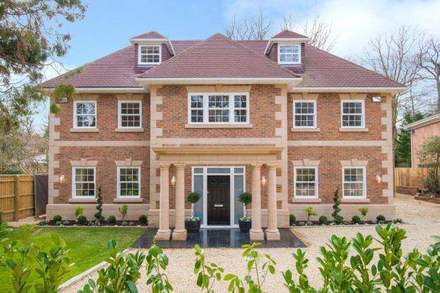 5 Bedrooms Detached House for sale in Coombe Vale , Gerrards Cross, SL9