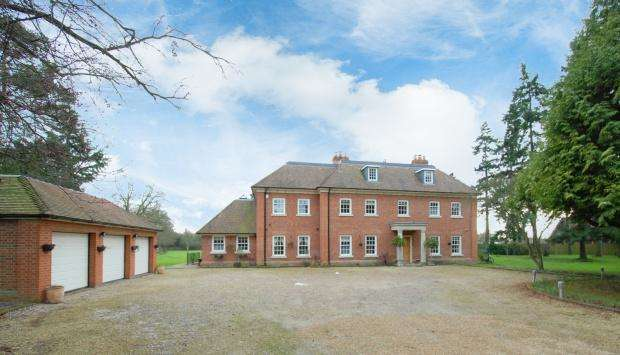 6 Bedrooms Detached House for sale in Greenwoods Over the Misbourne Road, Denham, UB9