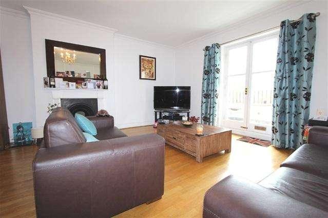 2 Bedrooms Flat for sale in Adamson Road