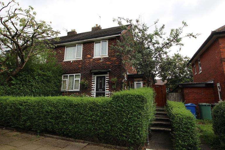 3 Bedrooms Semi Detached House for sale in Fairfield Drive, Bury BL9