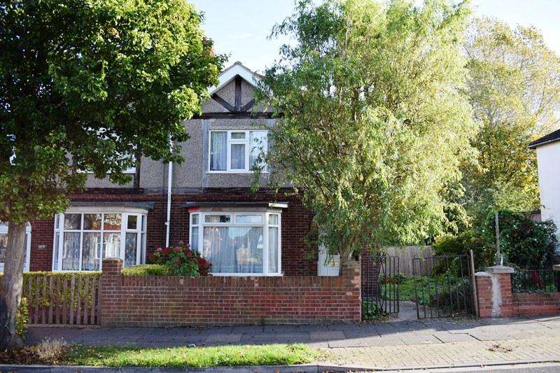 3 Bedrooms Semi Detached House for sale in First Avenue, Grimsby DN33
