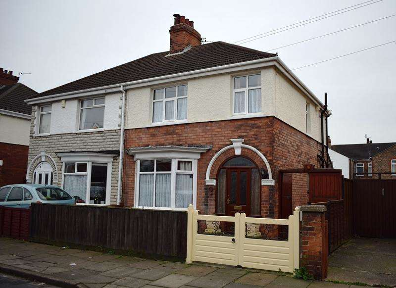 3 Bedrooms Semi Detached House for sale in Tennyson Road, Cleethorpes DN35