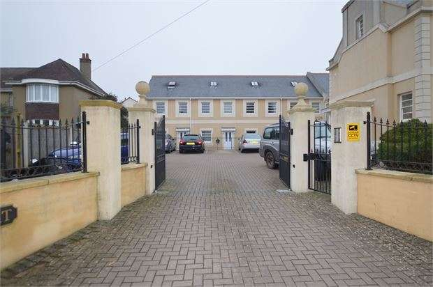 2 Bedrooms Ground Flat for sale in St Marychurch Road, Torquay, Devon. TQ1 3ST