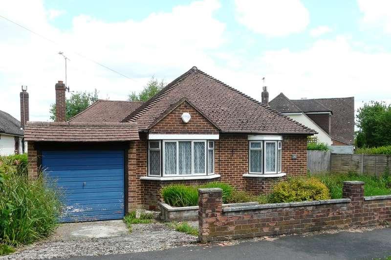 3 Bedrooms Detached Bungalow for sale in Cranmore Gardens, Aldershot GU11