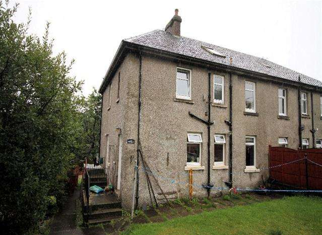 3 Bedrooms Flat for sale in 8 Burnbank Terrace, Ardrishaig, PA30 8EN