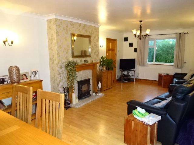 3 Bedrooms Detached Bungalow for sale in FFORDD CYNAN, BANGOR LL57