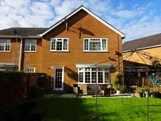 4 Bedrooms End Of Terrace House for sale in Glantraeth, Bangor ll57
