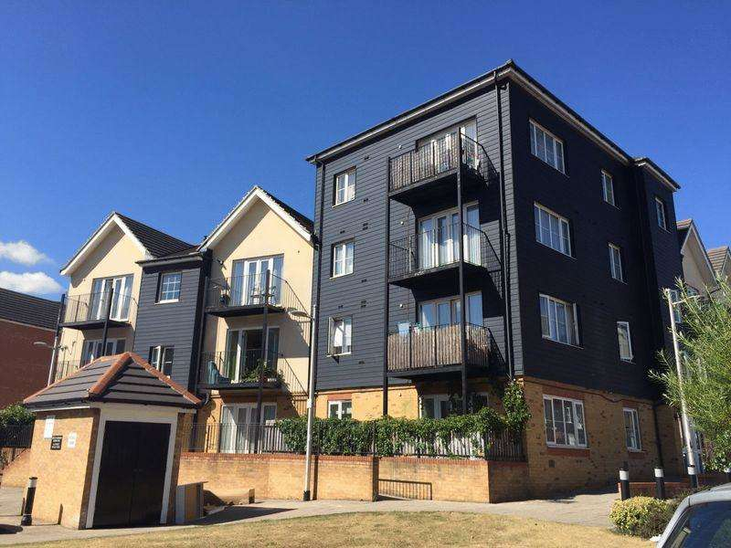 2 Bedrooms Apartment Flat for sale in **STUNNING 2 BEDROOM FLAT AVAILABLE FOR SALE IN ILFORD**