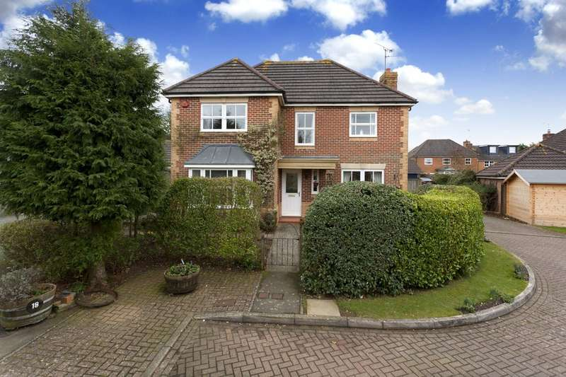 4 Bedrooms Detached House for sale in Fenby Close, HORSHAM