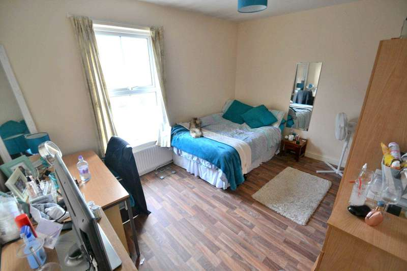 3 Bedrooms Terraced House for rent in Crescent Road, Reading