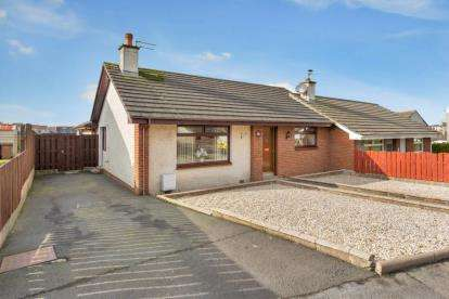 4 Bedrooms Bungalow for sale in Kings Way, Cumnock, East Ayrshire