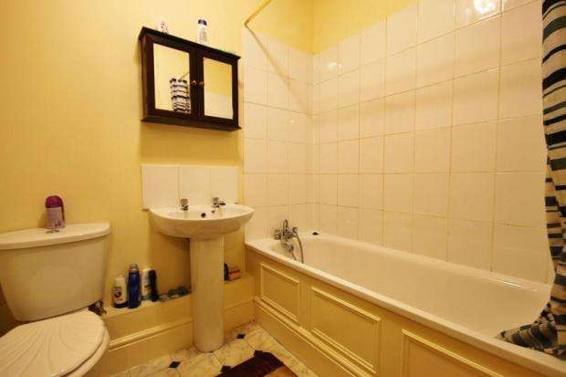 3 Bedrooms Flat for sale in London SE25