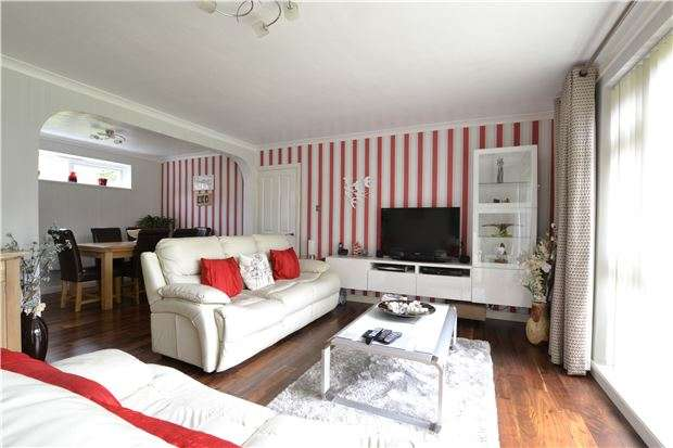 2 Bedrooms Flat for sale in Old Lodge Lane, PURLEY, Surrey, CR8 4DF