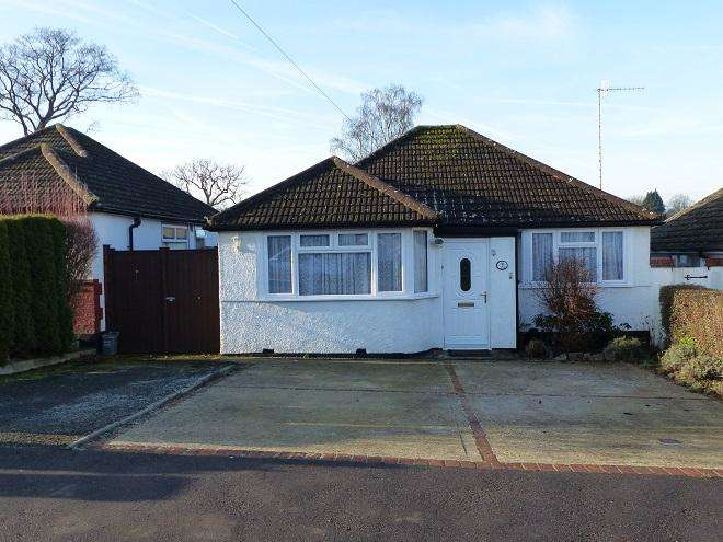 2 Bedrooms Detached Bungalow for sale in Greenfield Avenue,Carpenders Park,WD19 5DQ