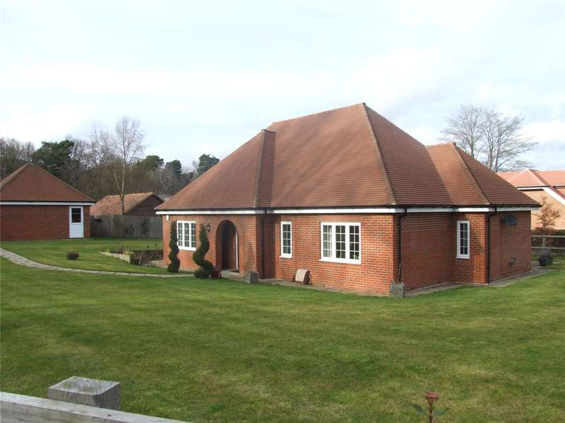 3 Bedrooms Detached Bungalow for sale in Hawthorn Close, Witley, Godalming, Surrey, GU8