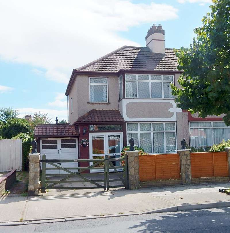 3 Bedrooms End Of Terrace House for sale in Crow Lane, Romford RM7