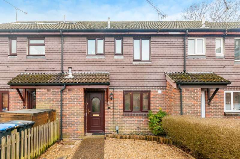 3 Bedrooms Terraced House for sale in Robertson Court, Knaphill, GU21
