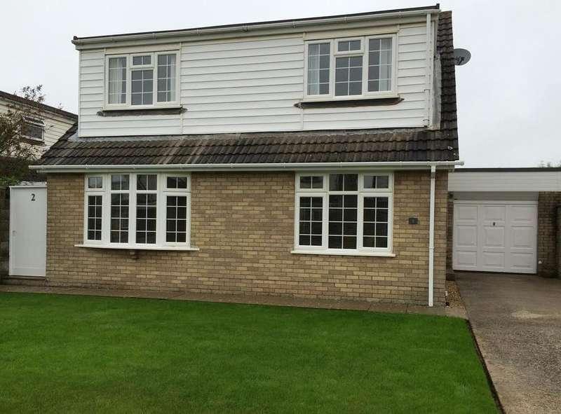 3 Bedrooms Detached House for sale in Skomer Close, Rest Bay, Porthcawl CF36