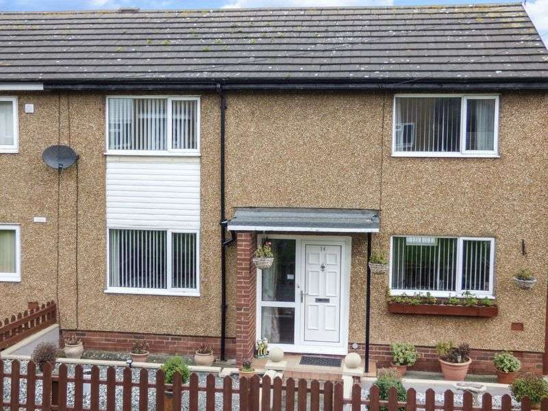 3 Bedrooms Terraced House for sale in Bryn Awelon, LL19 9UG