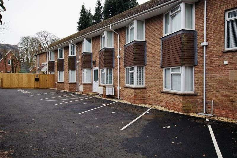 1 Bedroom Flat for sale in Fairhaven - Old Town - SN1