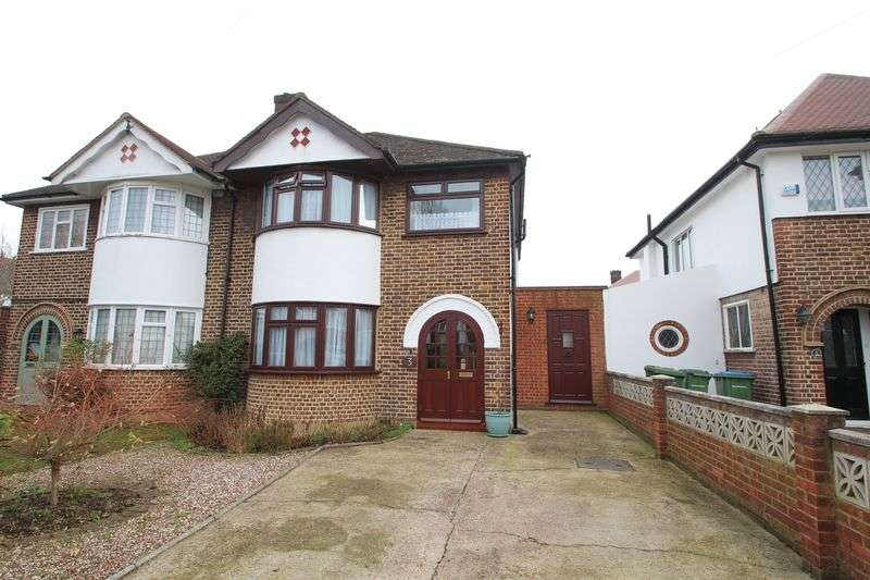 3 Bedrooms Semi Detached House for sale in Crathie Road, London