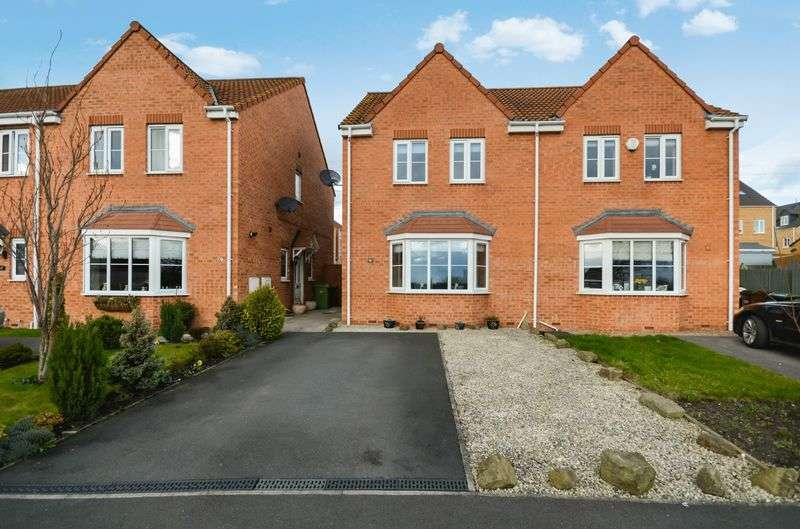3 Bedrooms Semi Detached House for sale in 21 Park Drive, Lofthouse, Wakefield, WF3 3ET