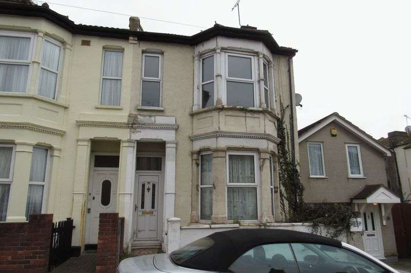 3 Bedrooms Terraced House for sale in St. Leonards Road, Southend-On-Sea