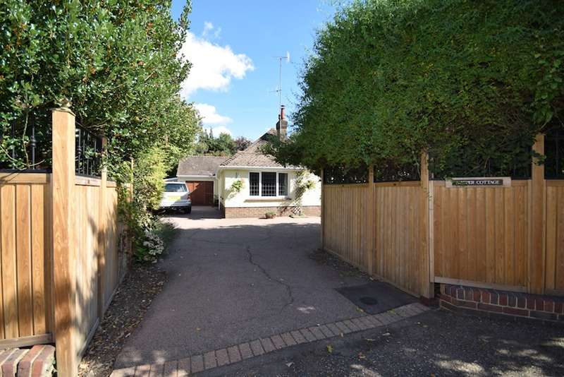 3 Bedrooms Bungalow for sale in LONDON ROAD, EAST GRINSTEAD, West Sussex, RH19