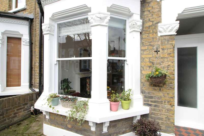 3 Bedrooms House for sale in Dunedin Road, Leyton