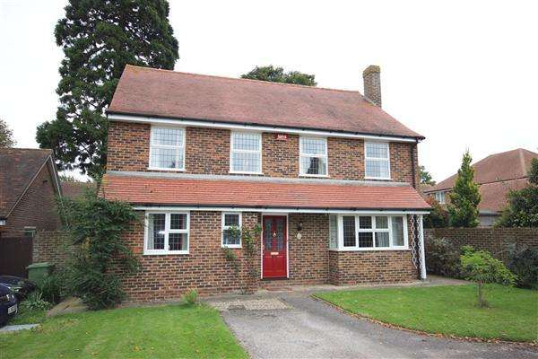 4 Bedrooms Detached House for sale in Ospringe Place, Faversham
