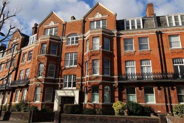 3 Bedrooms Flat for sale in St James Mansions, West End Lane