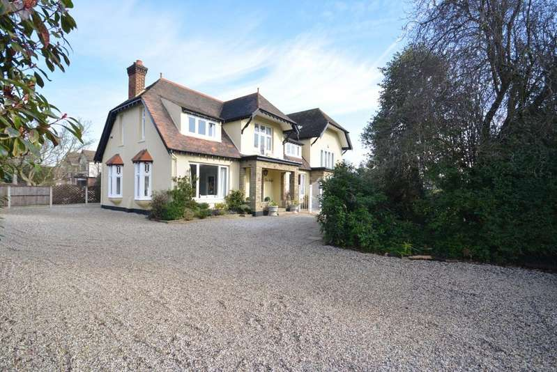 6 Bedrooms Detached House for sale in Nelmes Road, Emerson Park, Hornchurch RM11