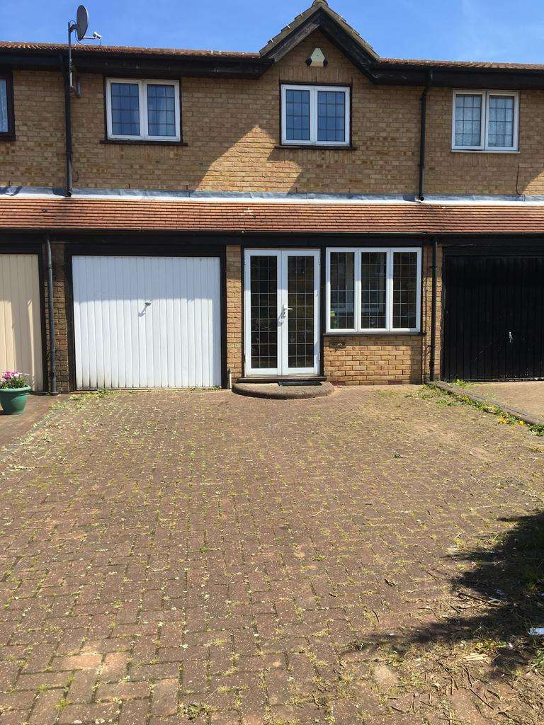 3 Bedrooms Terraced House for sale in Caladonion Close, Ilford IG3