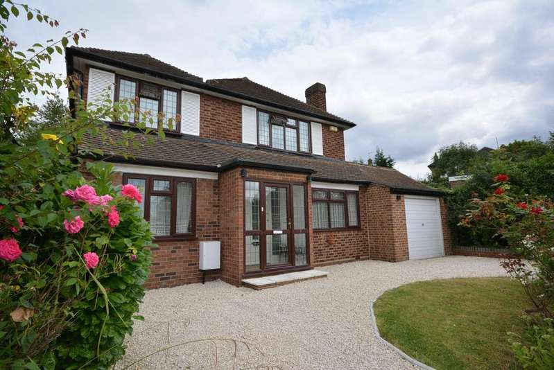 4 Bedrooms Detached House for sale in Newlyn Avenue, Emerson Park, Hornchurch, Essex RM11