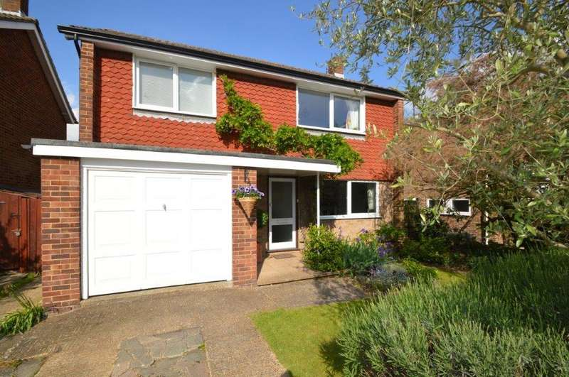 3 Bedrooms Detached House for sale in Long Lodge Drive, WALTON ON THAMES KT12