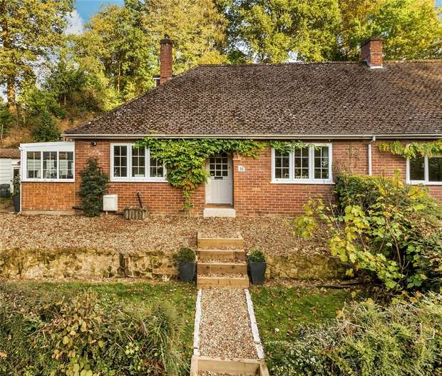 3 Bedrooms Chalet House for sale in FARNHAM, Surrey
