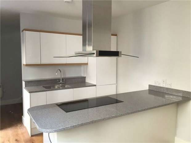 1 Bedroom Semi Detached House for sale in Holly Road, Twickenham, Middlesex